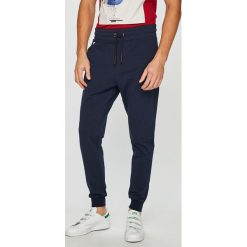 498a76cc5da37 Wyprzedaż - spodnie materiałowe damskie marki Guess Jeans - Kolekcja ...