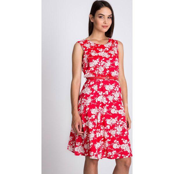 442b6be662 Czerwona rozkloszowana sukienka w kwiaty QUIOSQUE - Sukienki damskie ...