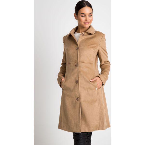 69256d11 Klasyczny beżowy płaszcz z kołnierzem QUIOSQUE