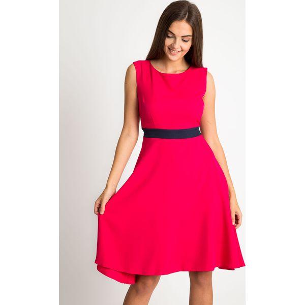 a83de86b6b Różowa rozkloszowana suekinka QUIOSQUE - Sukienki damskie marki ...