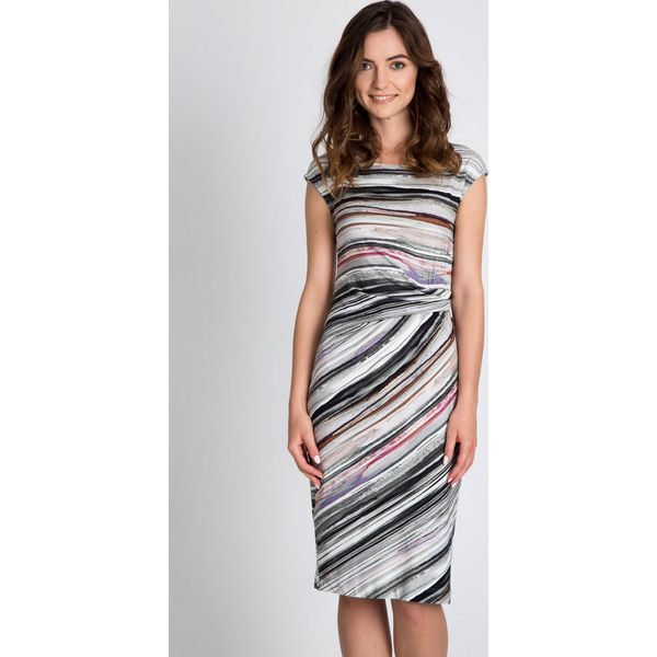 4c455b1ad0 Taliowana sukienka w paski QUIOSQUE - Szare sukienki damskie marki ...