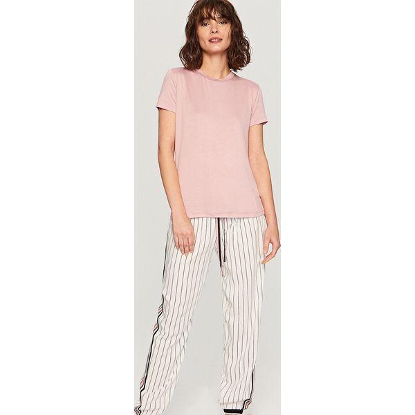 62e34ae66148bf Piżama z dołem w paski - Różowy - Czerwone piżamy damskie marki ...