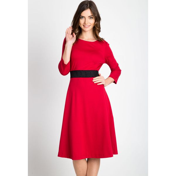 97aac664b8 Czerwona rozkloszowana sukienka QUIOSQUE - Czerwone sukienki damskie ...