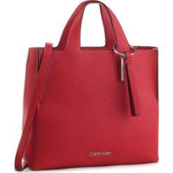a21231de09266 Czerwone torebki damskie marki Calvin Klein - Kolekcja wiosna 2019 ...