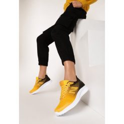 białe buty sportowe sznurowane z holograficzną wstawką i żołtą podeszwą casu 8 k692c