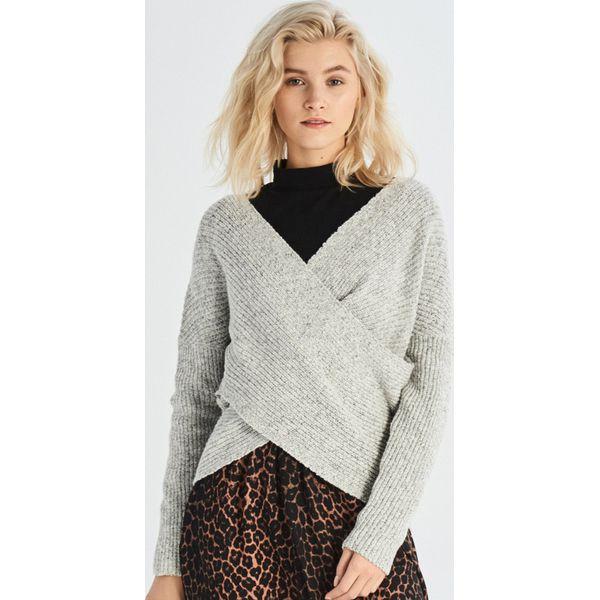 9e6a012b331802 Sweter z zakładką - Jasny szary - Swetry nierozpinane damskie marki Sinsay.  W wyprzedaży za 29.99 zł. - Swetry nierozpinane damskie - Swetry damskie ...