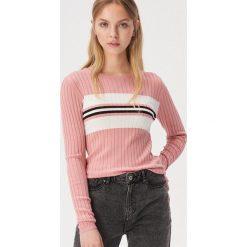 a81e5513820f60 Krótki sweter w paski - Różowy. Swetry nierozpinane damskie Sinsay. Za  49.99 zł.