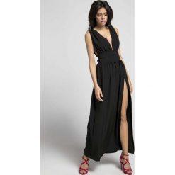 1b509cf4956ff2 Czarna Maxi Sukienka z Dekoltem w Kształcie Litery V. Czarne sukienki  damskie Molly.pl