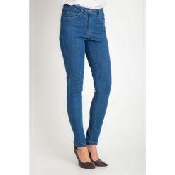 aff52320f61a47 Niebieskie spodnie jeansy z regularnym stanem QUIOSQUE. Spodnie materiałowe  damskie marki QUIOSQUE. W wyprzedaży