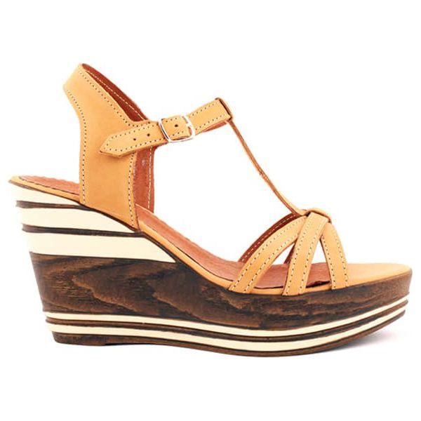 8283721c2e8ccb Skórzane sandały w kolorze piaskowym - Brązowe sandały damskie marki ...