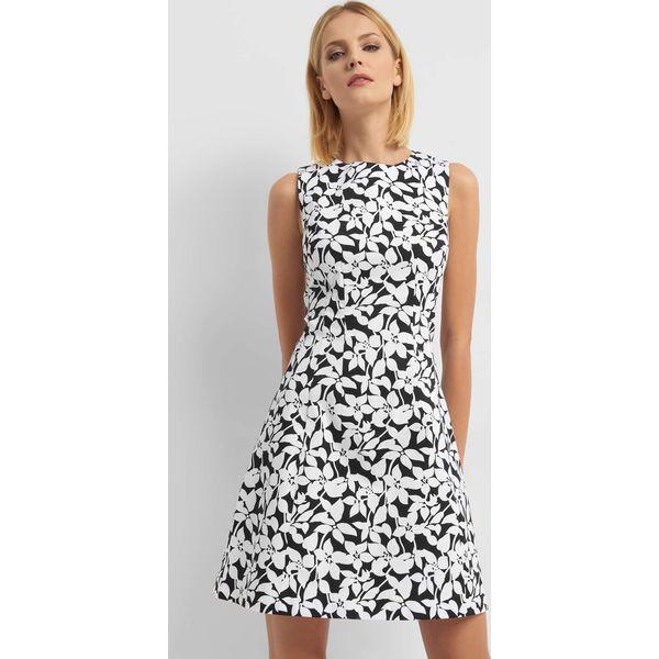 adb93d7261 Rozkloszowana sukienka w kwiaty - Sukienki damskie marki Orsay. Za ...
