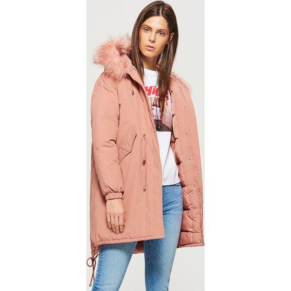 40347ff770847 Ciepły płaszcz z kapturem - Różowy - Płaszcze damskie marki Cropp. W ...