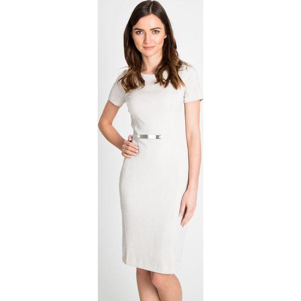 fffe6ab80c Ołówkowa sukienka z połyskiem QUIOSQUE - Szare sukienki damskie ...