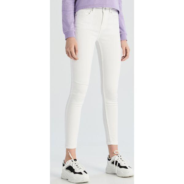 df6c3445 Jeansy skinny - Biały