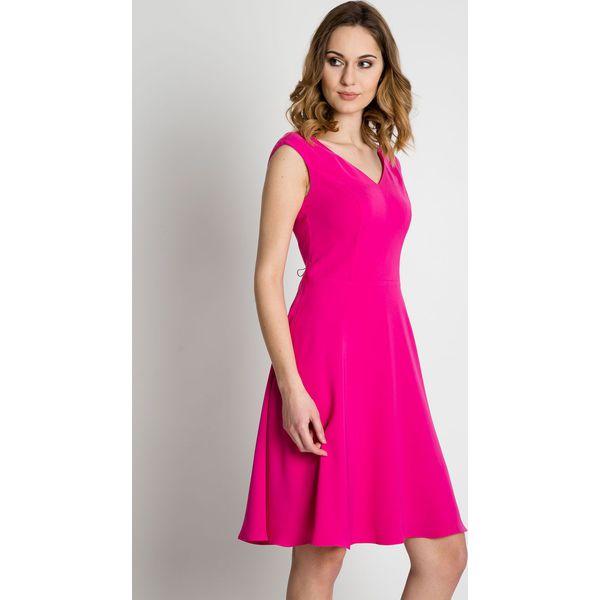 c360972c25 Rozkloszowana różowa sukienka do kolan BIALCON - Czerwone sukienki ...