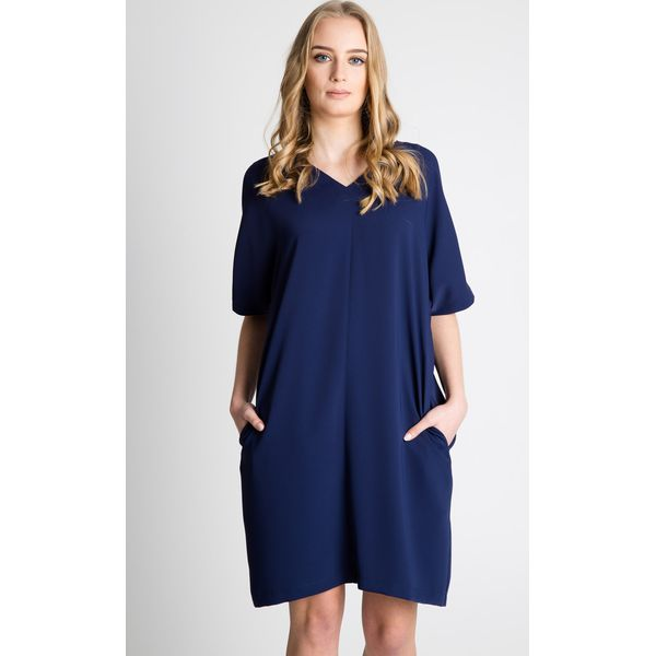 7d383a1e17 Granatowa luźna sukienka z krótkim rękawem BIALCON - Sukienki ...