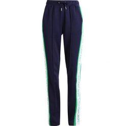 0846c22e318c7 Calvin Klein Jeans SIDE STRIPE TRACK PANTS Spodnie treningowe peacoat.  Spodnie dresowe damskie marki Calvin ...
