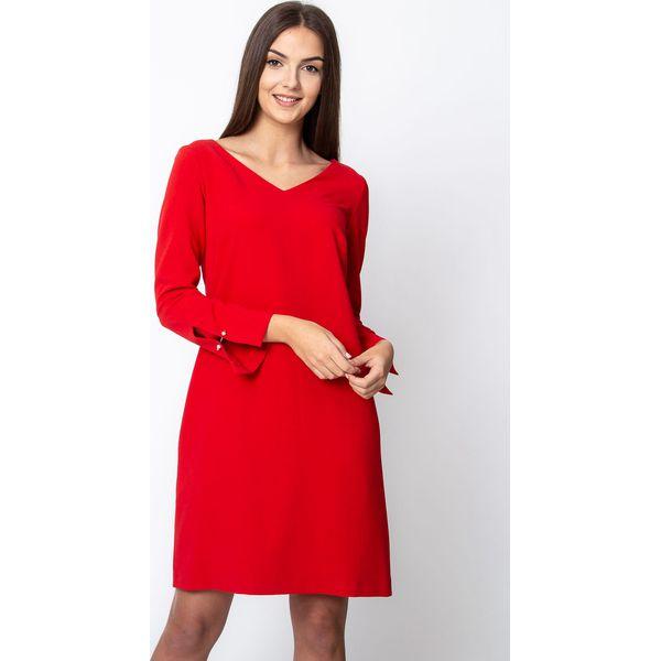 1d4fc1e8c1 Czerwona sukienka z rozcięciami przy rękawach QUIOSQUE - Czerwone ...