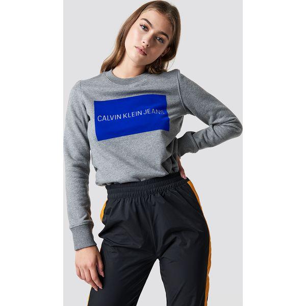 412015587befe Calvin Klein Sweter Institutional Flock Box Reg - Grey - Bluzy ...