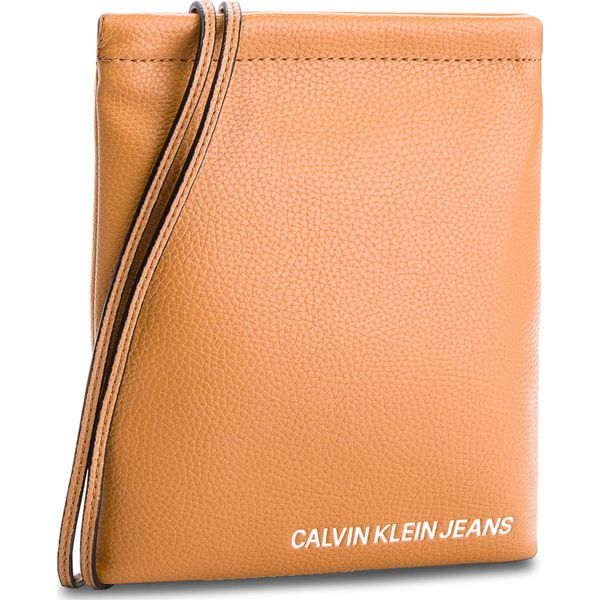 e8f22e902203e Torebka CALVIN KLEIN JEANS - Ultra Light Flat Cro K40K400623 240 ...