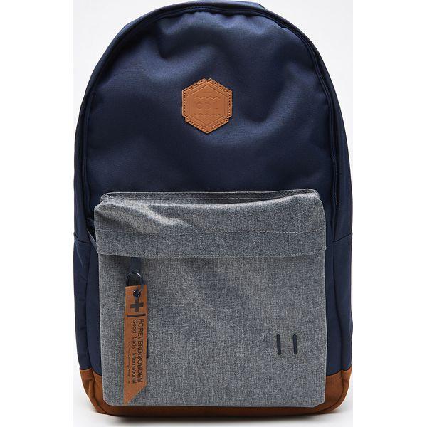 27b612d7020eb Plecak z kieszenią - Granatowy - Niebieskie plecaki męskie marki Cropp. W  wyprzedaży za 39.99 zł. - Plecaki męskie - Akcesoria męskie - Akcesoria -  Sklep ...