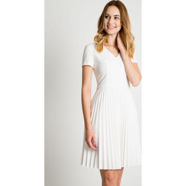 73ec436a33 Sukienka ecru z plisowanym dołem BIALCON - Sukienki damskie marki ...