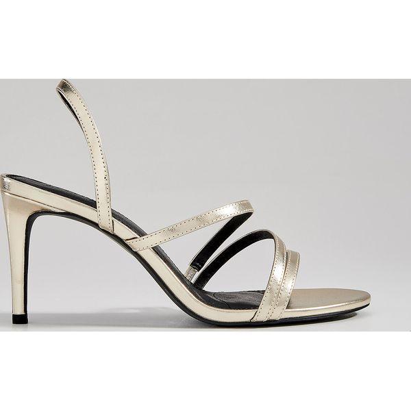 8091c8fde Złote sandały na obcasie - Złoty - Sandały damskie Mohito. W ...