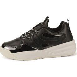 Czarne obuwie damskie ze sklepu Mall.pl, na sznurówki