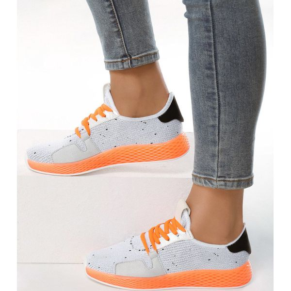 Białe Buty Sportowe Impersonation