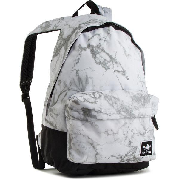 85b49d1a1d902 Plecak adidas - Aop Backpack DH2570 Multco - Białe plecaki damskie marki  Adidas, z materiału, sportowe. W wyprzedaży za 189.00 zł.