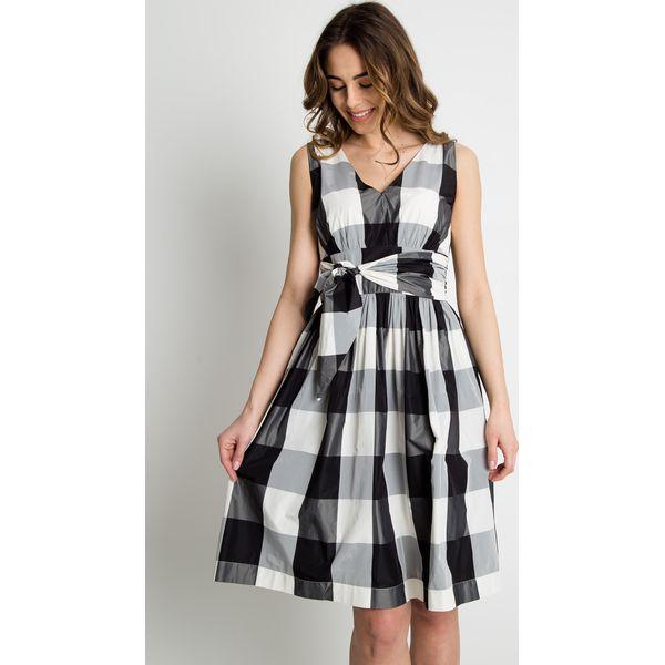 ac11abd0bc Rozkloszowana sukienka w kratę BIALCON - Sukienki damskie marki ...