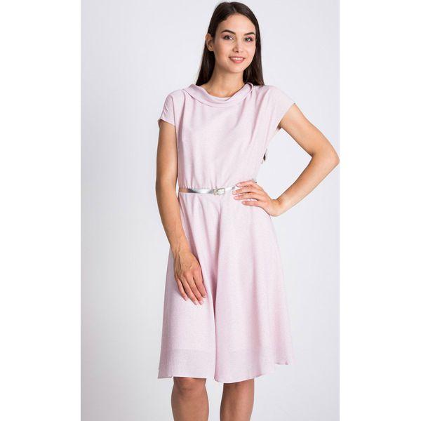 75e7bd2d8f Pudrowa sukienka ze srebrnym paskiem QUIOSQUE - Szare sukienki ...