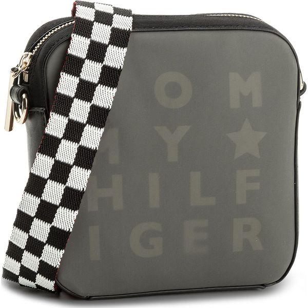 6196565f89faf Torebka TOMMY HILFIGER - Logo Story Crossover Transparent AW0AW05253 002 -  Czarne listonoszki damskie marki Tommy Hilfiger, ze skóry ekologicznej, na  ramię.