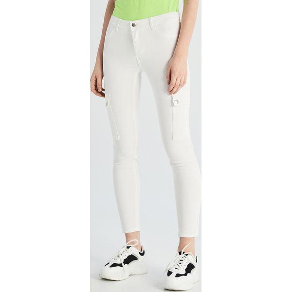 099422c69c84d7 Spodnie damskie ze sklepu Sinsay - Kolekcja lato 2019 - Sklep Radio ZET