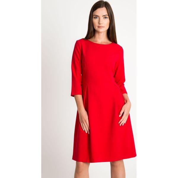 8dba893ed5 Czerwona rozkloszowana sukienka QUIOSQUE - Czerwone sukienki damskie ...