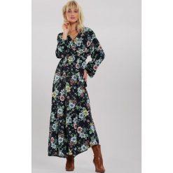 Sukienki damskie letnie z kopertowym dekoltem, długie