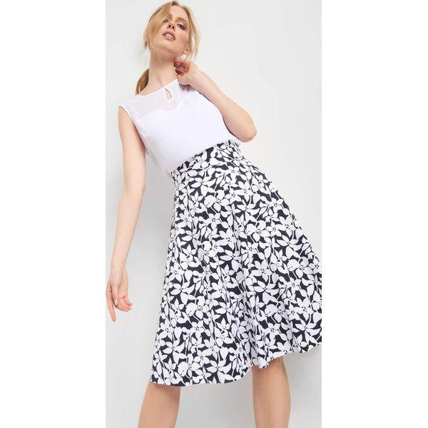 2ef4cbded38977 Rozkloszowana spódnica midi - Niebieskie spódnice damskie marki ...