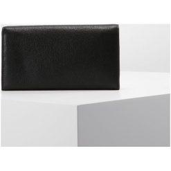 533c1e8a82a67 Fossil CAROLINE Portfel black. Portfele damskie marki FOSSIL. W wyprzedaży  za 349.30 zł.