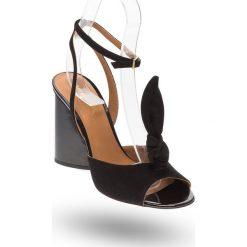 e77e42c5d6a26a Czarne zamszowe sandały Emporio Armani na lakierowanym słupku. Czarne  sandały damskie Emporio Armani, z