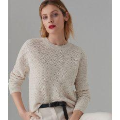 d35c7ee1 Białe swetry damskie ze sklepu Mohito, bez kołnierzyka, bez rękawów ...