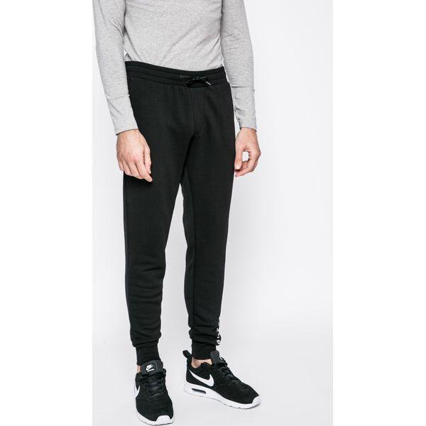 9144362a2452d Guess Jeans - Spodnie - Spodnie materiałowe męskie marki Guess Jeans. W  wyprzedaży za 159.90 zł. - Spodnie materiałowe męskie - Spodnie męskie -  Odzież ...