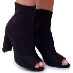 czarne botki bez palcy na niskim obcasie