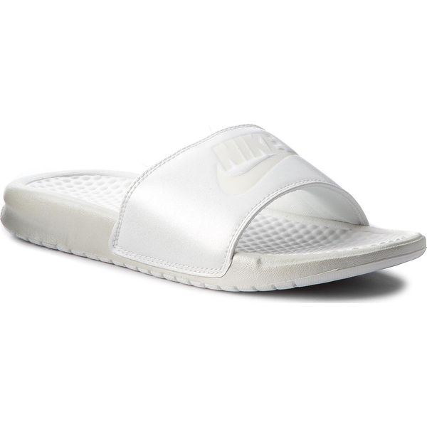 316f8e33f Klapki NIKE - Benassi Jdi Metallic Qs AA4149 100 Mtlc Summit Wht/Summit  White - Klapki damskie marki Nike. W wyprzedaży za 129.00 zł.